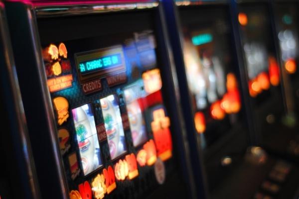 """Pubblicità, scommesse e slot machine: """"La dignità delle persone non è in gioco"""""""
